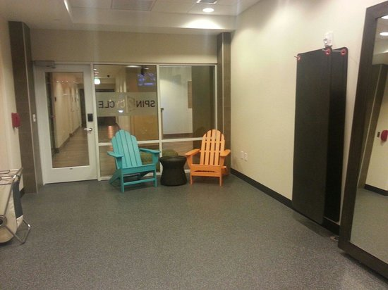 Home2 Suites by Hilton Fargo: Place to relax while waiting for laundry.