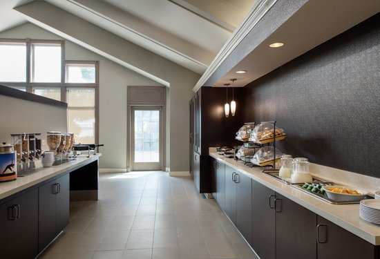 Residence Inn San Francisco Airport/Oyster Point Waterfront: Hot Breakfast Buffet