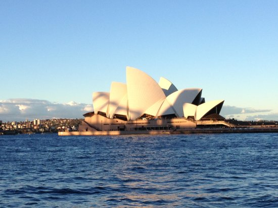 Sydney Harbour : View of Opera House from Internationals dock