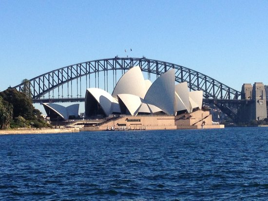 Sydney Harbour : View from Walk along Harbour towards Botanic Gardens
