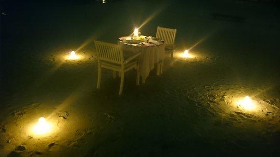 Cinnamon Dhonveli Maldives : beach meal