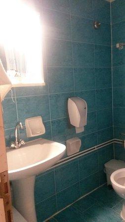 Konstantinoupolis Hotel: bagno..piccolo ma pulito