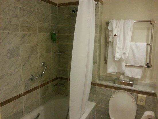 Angleterre Hotel: Ванная