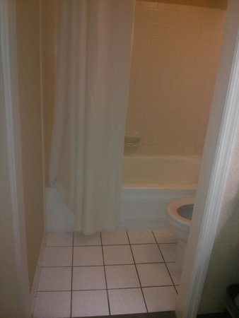 Super 8 Mason: no door on bathroom ?????