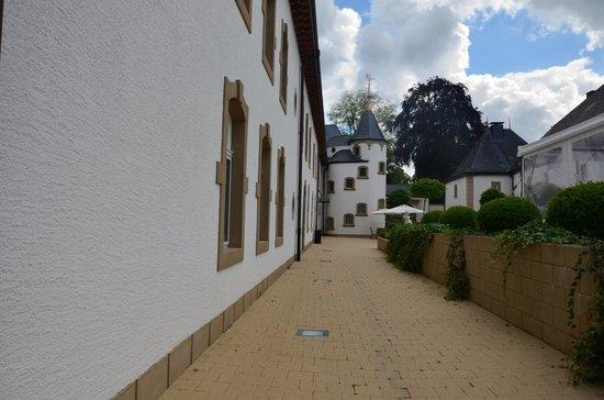Château d'Urspelt : De zijkant.