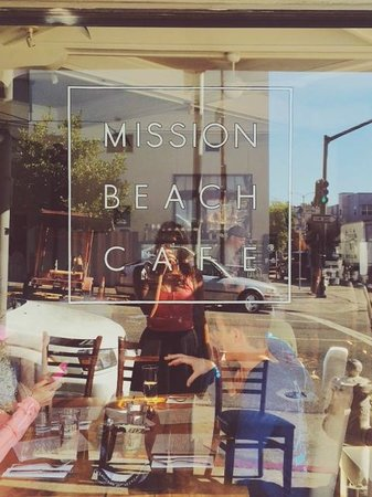 Mission Beach Cafe: Outside looking in