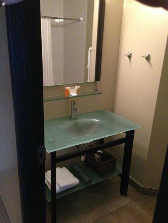 Impéria Hôtel & Suites : Bathroom