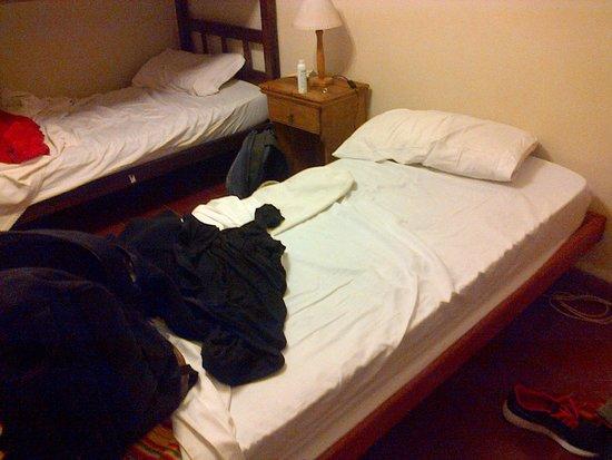 Hostal Pueblo Andino: Espacio entre camas