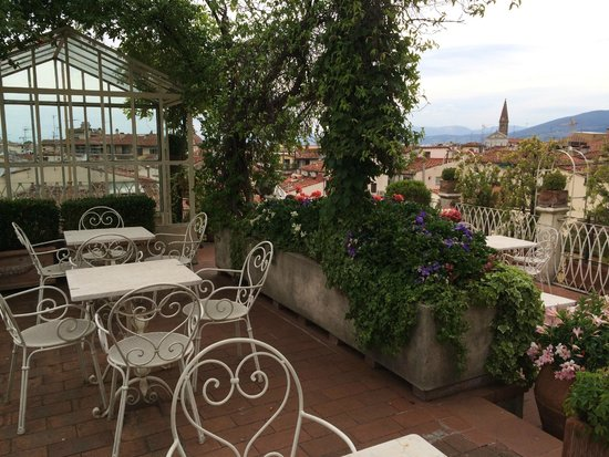 Hotel Tornabuoni Beacci: Up on the roof you can see all of Florence and have drinks too.