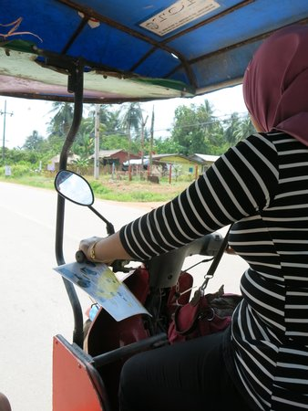 Khao Mai Kaew Cave : tuk-tuk ride to the cave