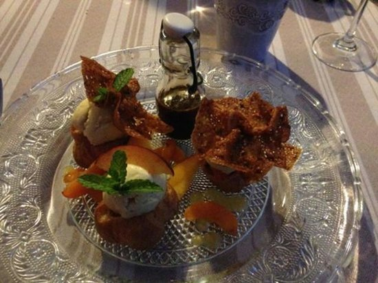 La Boulaye : Profiteroles et fruits velours...