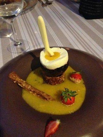 La Boulaye : Oeuf a la coque, chocolat blanc et passion - mangue. ..