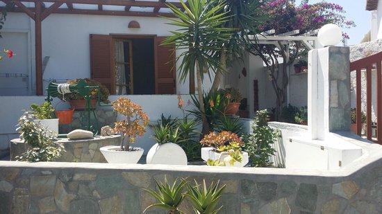 Cyclades Hotel and Studios: Veduta esterna studio nr. 4