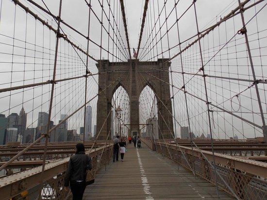 Manhattan Skyline: vista desde el puente de Brooklyn
