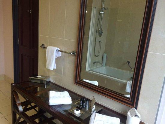 Trinity City Hotel: Georgian suite bathroom