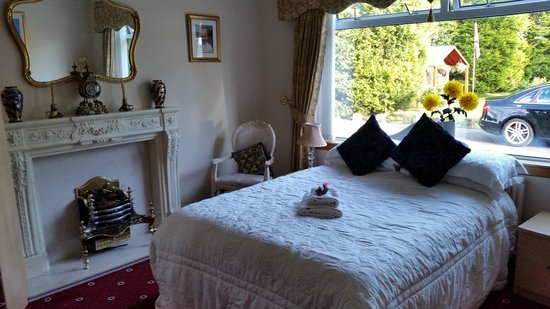 Kirklands Country House: Ground floor double bedroom.  Not en-suite, but was just right outside the door.