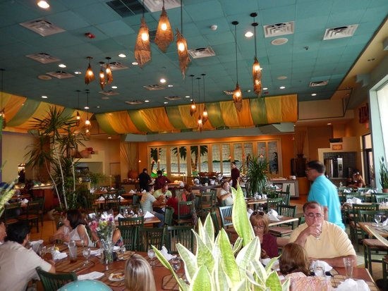 Courtyard Isla Verde Beach Resort: Buffet resturant area