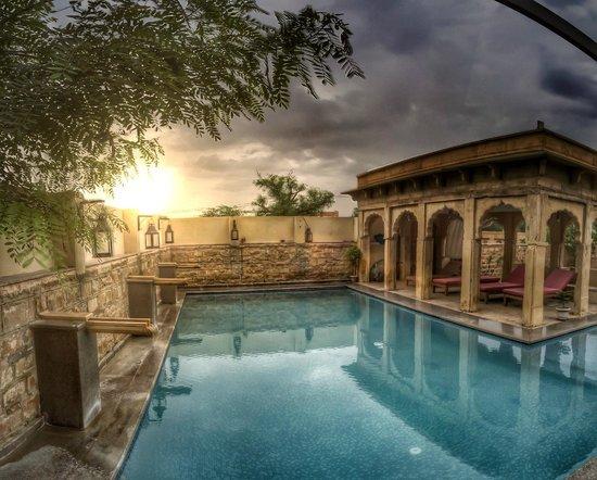The Gulaal : The pool