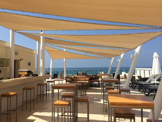 "TUI SENSIMAR Barut Andiz: Rooftop ""Sunset"" bar"