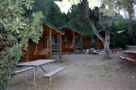 Glenwood Canyon Resort: camper cabin area