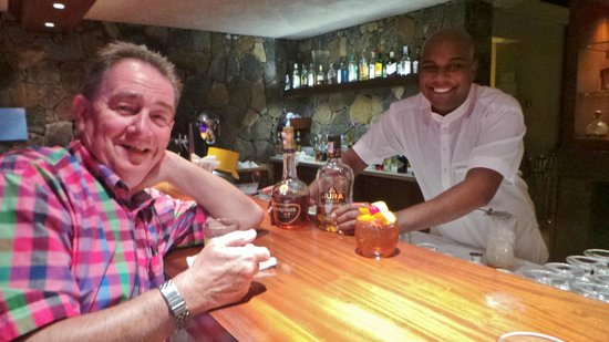 LUX Le Morne : With Christopher our special barman