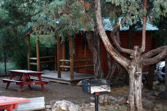 Glenwood Canyon Resort: regular camper cabins