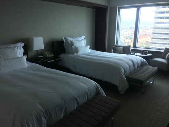 Hotel Arts Barcelona: nice beds