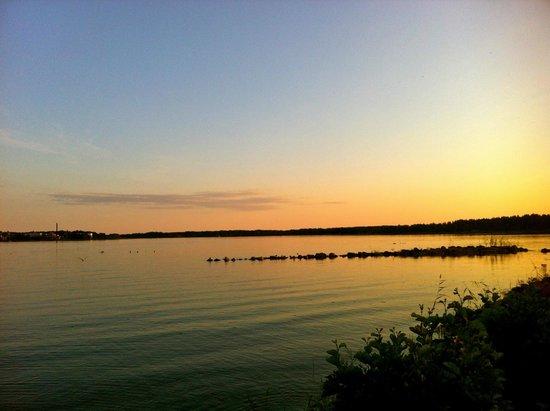 Mariebergs Vandrarhem : Sunset over nearby beach