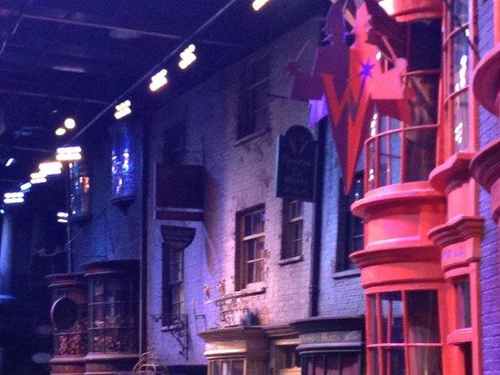 Warner Bros. Studio Tour London - The Making of Harry Potter: Diagon Alley Set