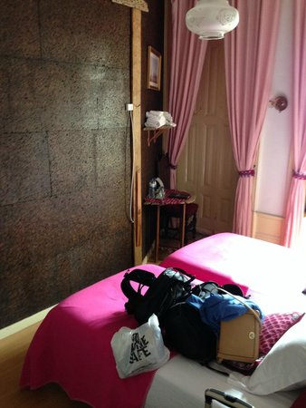 Alvares Cabral Guest House : the room