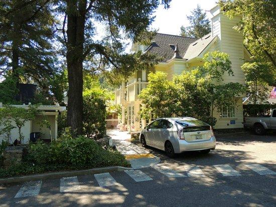 The Bergson: Отель и парковка
