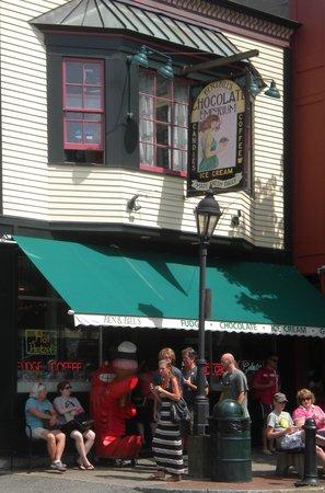 Ben and Bill's Chocolate Emporium: Sidewalk outside