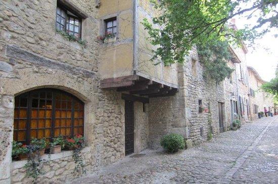 Cite medievale de Perouges: Typical street