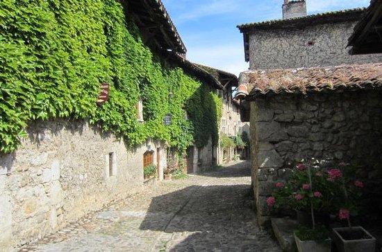 Cite medievale de Perouges: Street scene