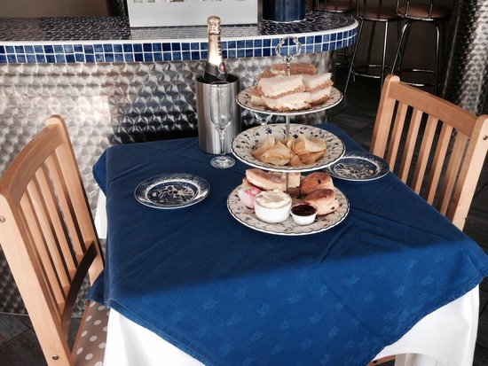 Lakeside Cafe and Bar: High tea with champagne.