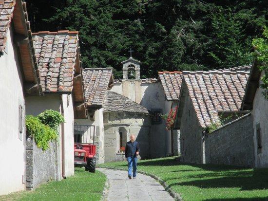 Eremo di Camaldoli: Eremi con abside antica chiesa romanica