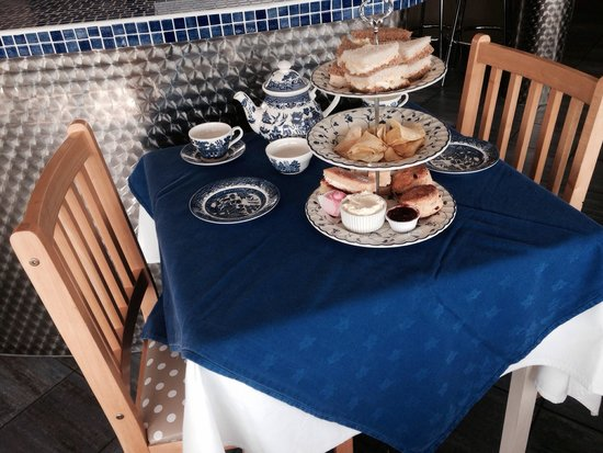 Lakeside Cafe and Bar: High tea.