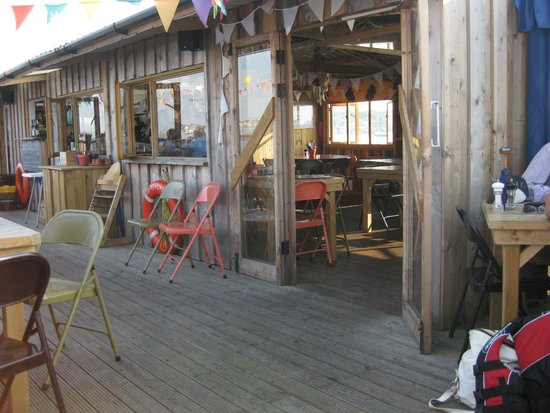 River Exe Cafe: The covered area of the cafe