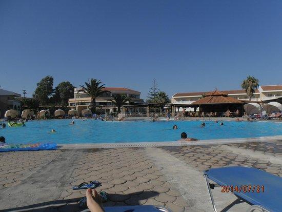 Cephalonia Palace Hotel: η πισίνα του ξενοδοχείου