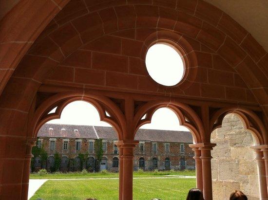 Abbaye Notre-Dame de Cîteaux : Architecture cistercienne.