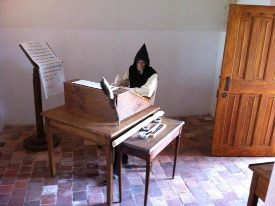 Abbaye Notre-Dame de Cîteaux : Reconstitution du Travail du Moine au Scriptorium.