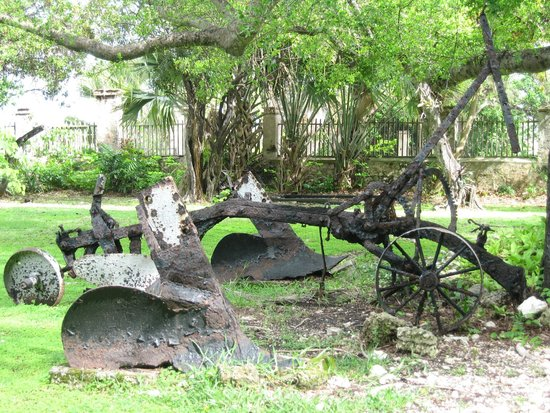 Sunbury Plantation House: Old farming machines