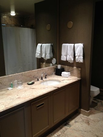 The Westin Calgary: Ensuite for the bedroom