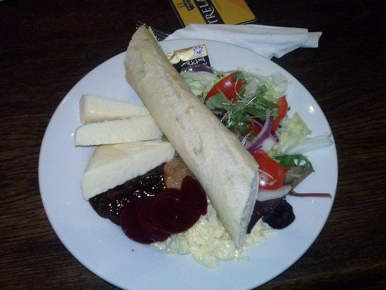 Cornishman Inn Tintagel: The Ploughmans lunch we had.