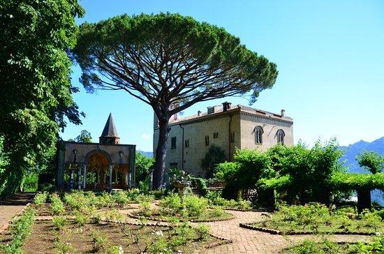 Villa Cimbrone Hotel: Villa Cimbrone from the gardens