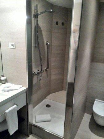 Alexandra Barcelona A DoubleTree By Hilton: Bath room