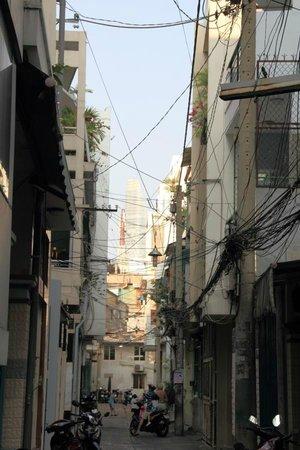 Yellow House Saigon Hotel : Seitenstraße die zum Hotel führt