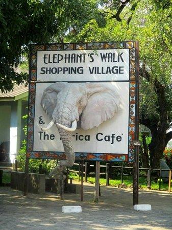 Victoria Falls Safari Lodge: craft market