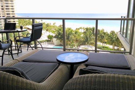 The St. Regis Bal Harbour Resort: Varanda com vista Oceânica