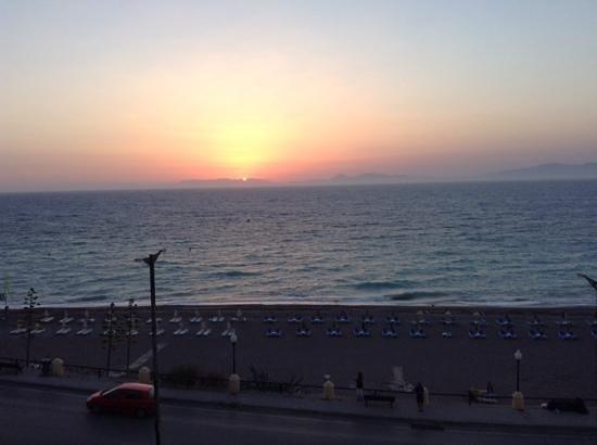 Hotel Rhodos Horizon Resort: stunning Sunset every evening..